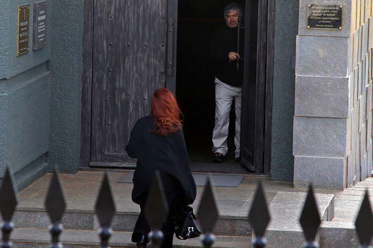 Lázaro Báez y Cristina Kirchner, en el mausoleo de tres pisos que el empresario construyó para Néstor Kirchner, inspirado en el Dôme des Invalides de París