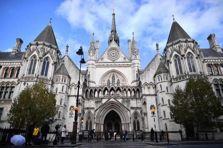 Cómo los autócratas del mundo usan los tribunales de Londres para atacar a sus enemigos
