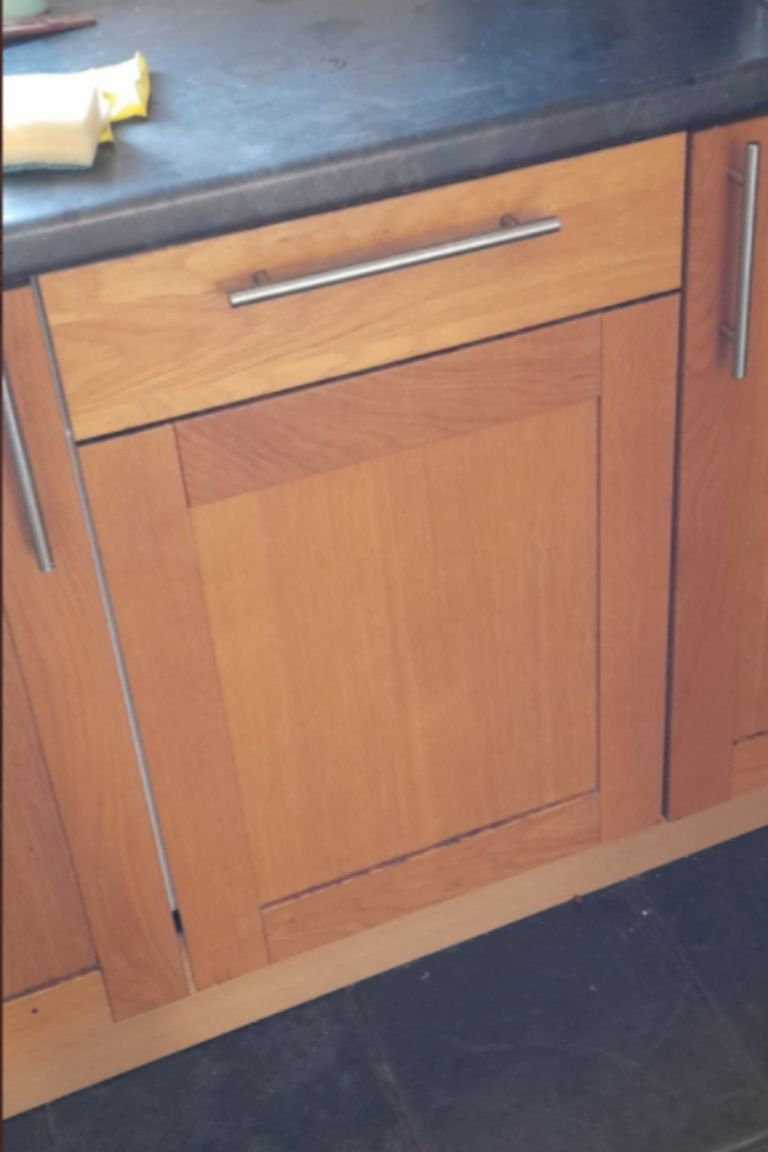Así se veía el lavavajillas de Tom Hale cuando estaba cerrado