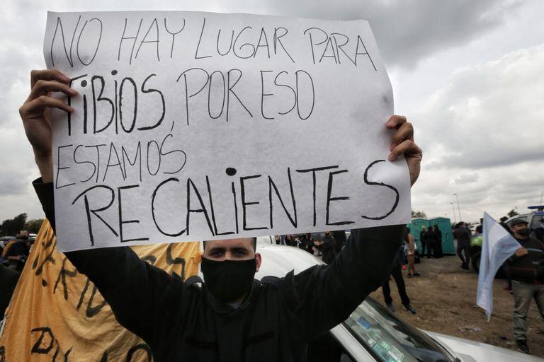 Protesta de la policía bonaerense en el Puente 12, en La Matanza, en septiembre del año pasado