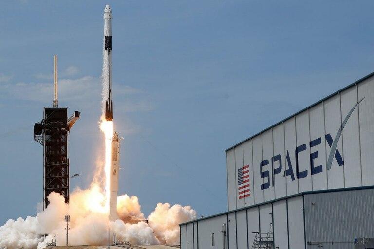 SpaceX diseñó su cápsula Dragon tripulada para volar de forma autónoma
