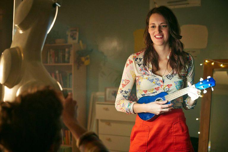 Crashing (2016) Netflix. Una temporada Un grupo de jóvenes se instalan como cuidadores en un hospital abandonado. Waller-Bridge escribe e interpreta a Lulu