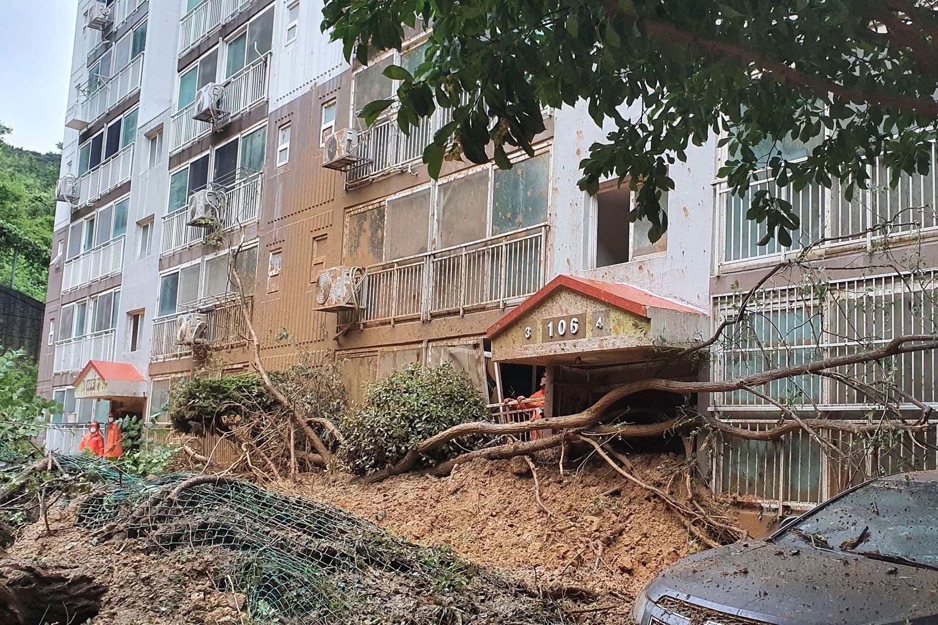 El tifón dañó edificios, inundó carreteras y dejó miles de viviendas sin electricidad en Corea del Sur.