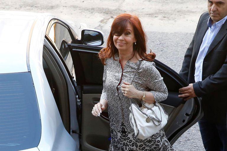 La ex presidenta y actual Senadora Cristina Fernandez de Kirchner llega y sale de los tribunales federales de Comodoro Py luego del llamado a indagatoria del juez Claudio Bonadio