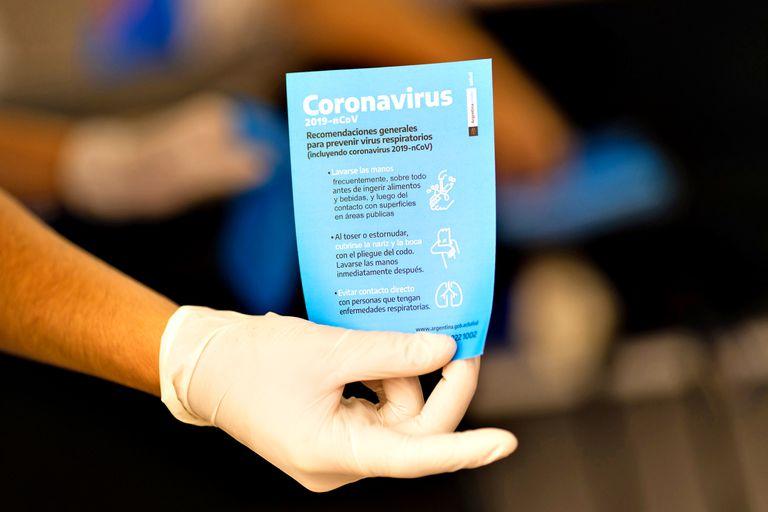 """Habilita a los empleados que """"no posean confirmación médica de haber contraído el coronavirus"""" a establecer con las patronales las condiciones para realizar tareas desde lugares de aislamiento"""