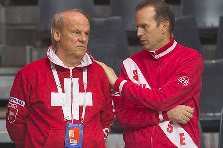 Roland Biedert (izq.), el médico que atiende a Roger Federer, supervisará la recuperación de Del Potro en Suiza.