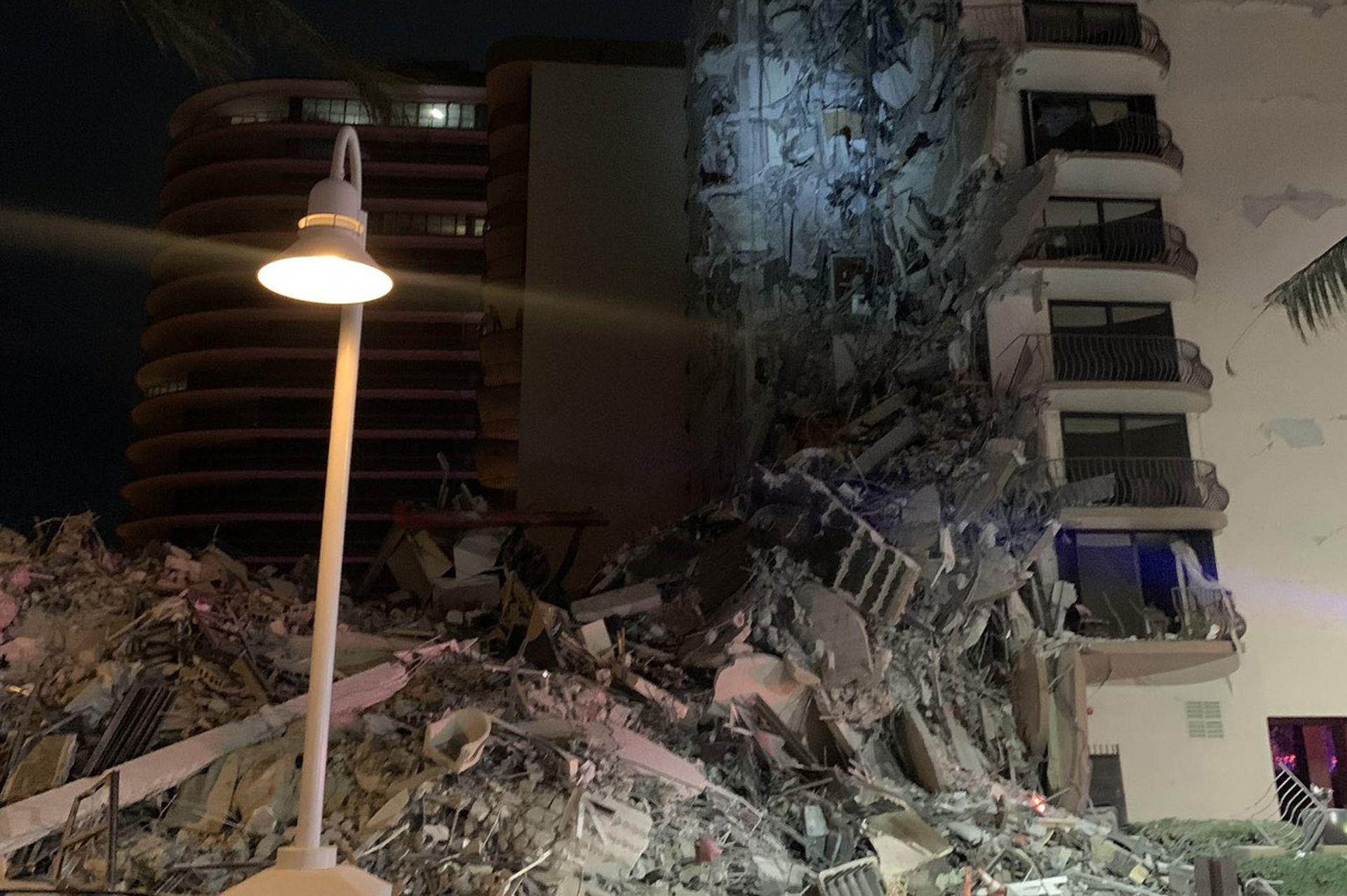 Tras el derrumbe el edificio quedó convertido en una pila de escombros