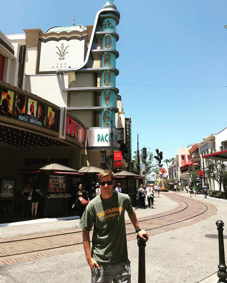 Desde 2012, Gastón vive y trabaja en los Estados Unidos, donde busca abrirse camino en Holllywood
