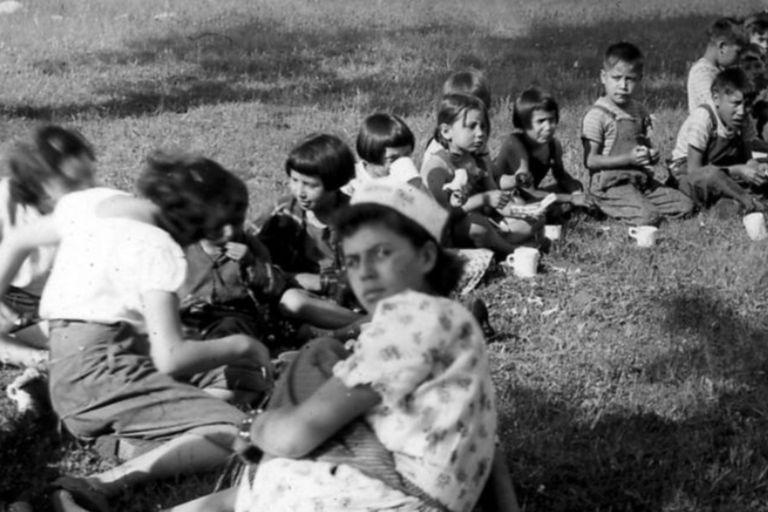 Para los niños que sobrevivieron, el paso por estas escuelas fue una experiencia extremadamente traumática