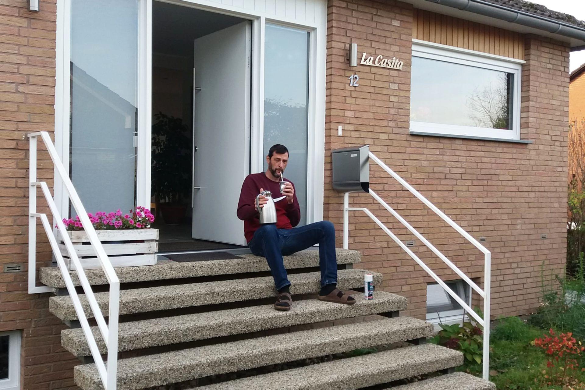 Denis, en su hogar en Senden, Alemania.