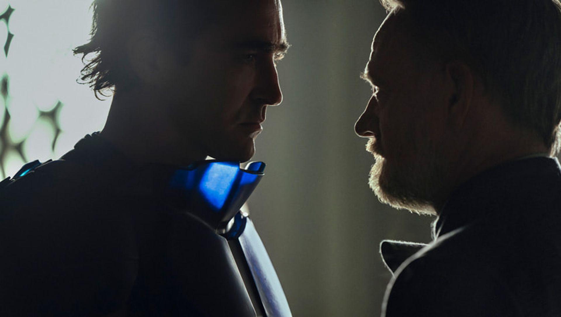 Hari Seldon (Jared Harris) frente al Emperador de la galaxia (Lee Pace)