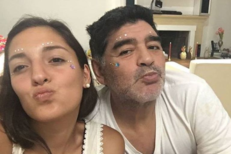Diego con su hija Jana Maradona Sabalain