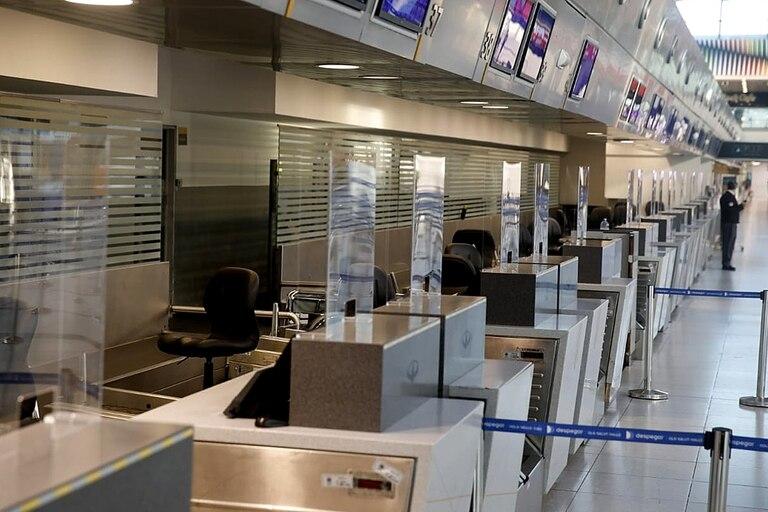 La zona de check in en Ezeiza, con nuevas barreras de acrílico