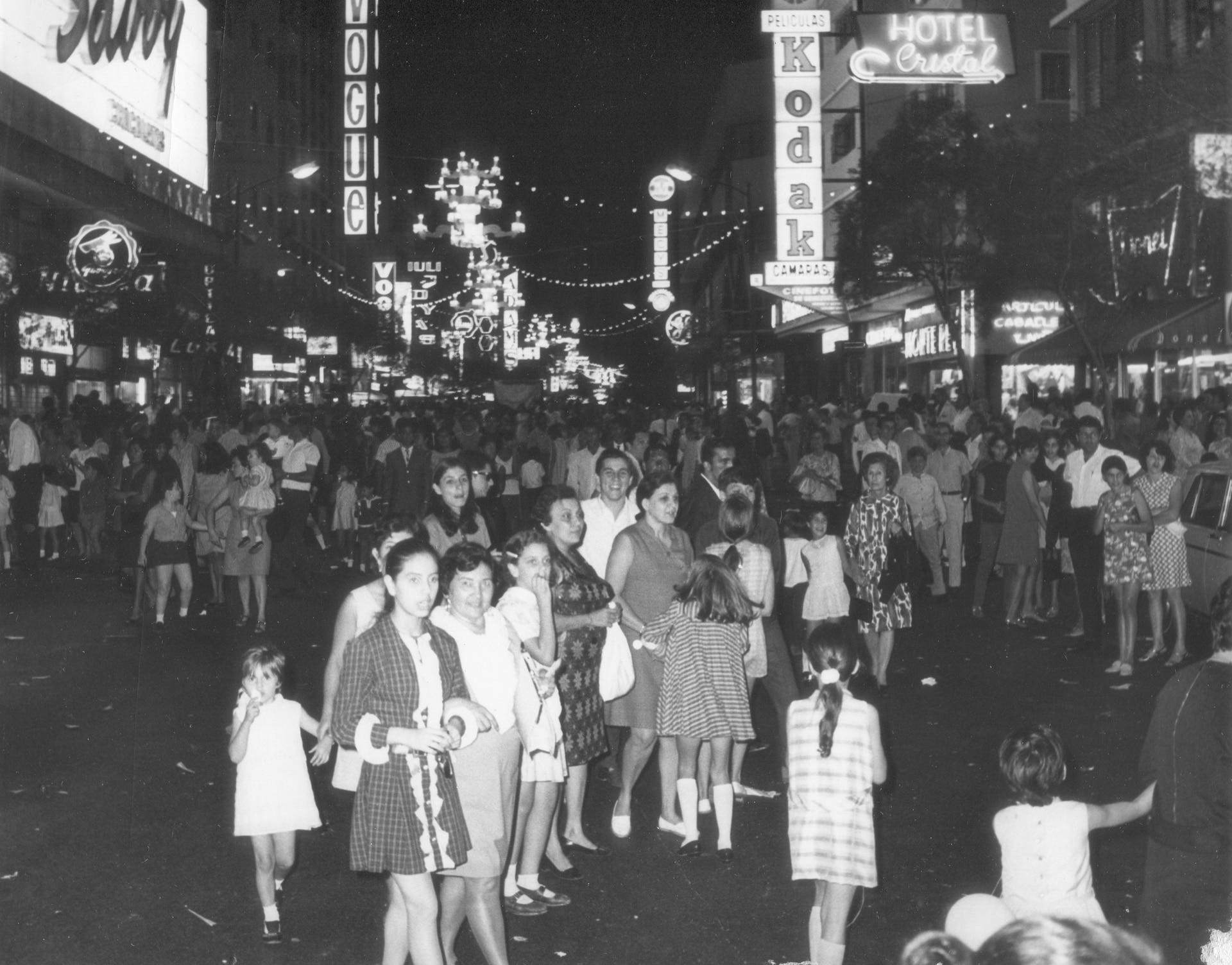El Boulevard de Sabana Grande, en 1976, una zona donde hoy es casi imposible ir de noche por la inseguridad