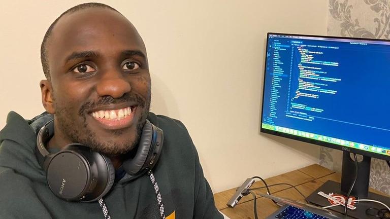Carl Mungazi dejó el periodismo para estudiar programación