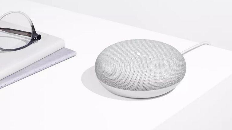 Google desactivó la función táctil que mantenía abierto el micrófono del flamante parlante conectado