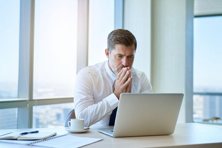 Los ejecutivos enfrentan cada vez más la disyuntiva de irse al exterior para encontrar oportunidades de trabajo