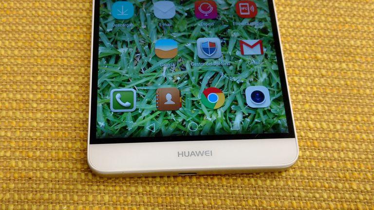 Huawei redujo los biseles de la pantalla todo lo posible para hacer más compacto el equipo