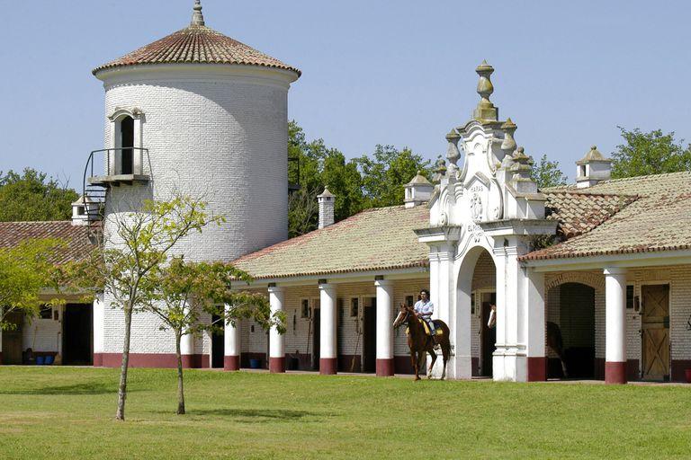Haras El Paraíso, uno de los más antiguos de la zona de Capitán Sarmiento, que con más de 70 años de actividad emplea a 53 trabajadores