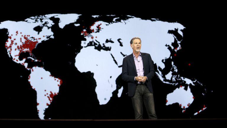 Reed Hastings, el CEO de Netflix, durante el anuncio de la llegada del servicio a 190 países