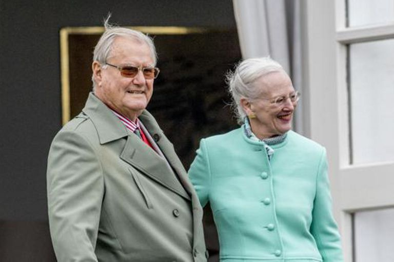 """La casa real danesa había anunciado que el esposo de la reina Margarita II sufría """"demencia"""""""