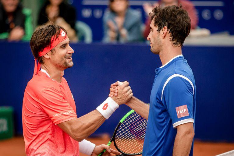 El saludo entre Ferrer y Ramos Viñolas, tras la derrota del valenciano