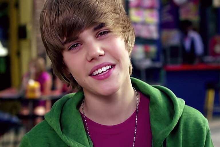 "Justin Bieber en el videoclip de ""One Less Lonely Girl"", de 2009"
