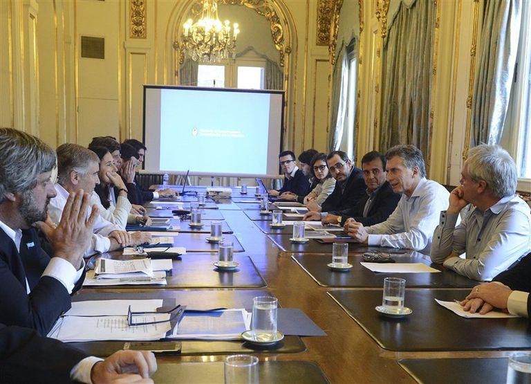 Macri encabezó ayer una reunión para evaluar el plan de Arsat