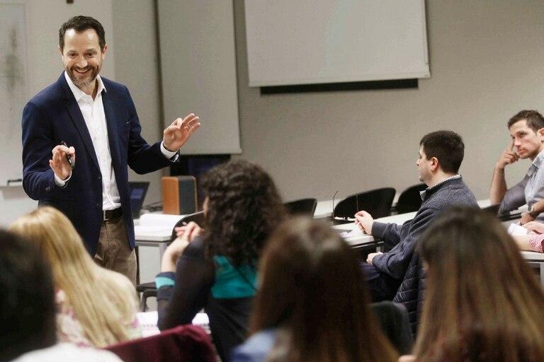 Julio César Blanco, docente universitario y empresario, aplica técnicas del stand up para sus presentaciones
