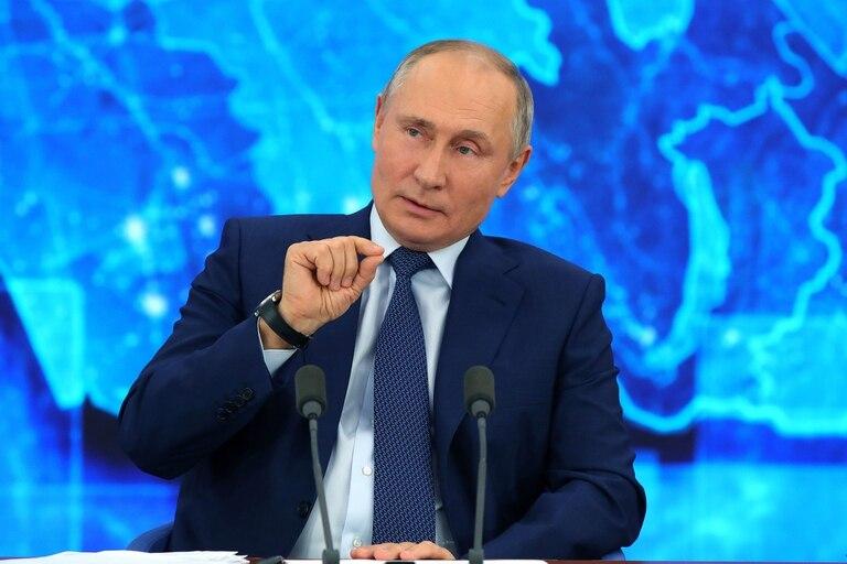 """""""Las vacunas que están circulando entre la población general de hoy están destinadas a personas de un determinado grupo de edad, y las vacunas aún no han llegado a personas como yo"""", dijo hoy Putin"""