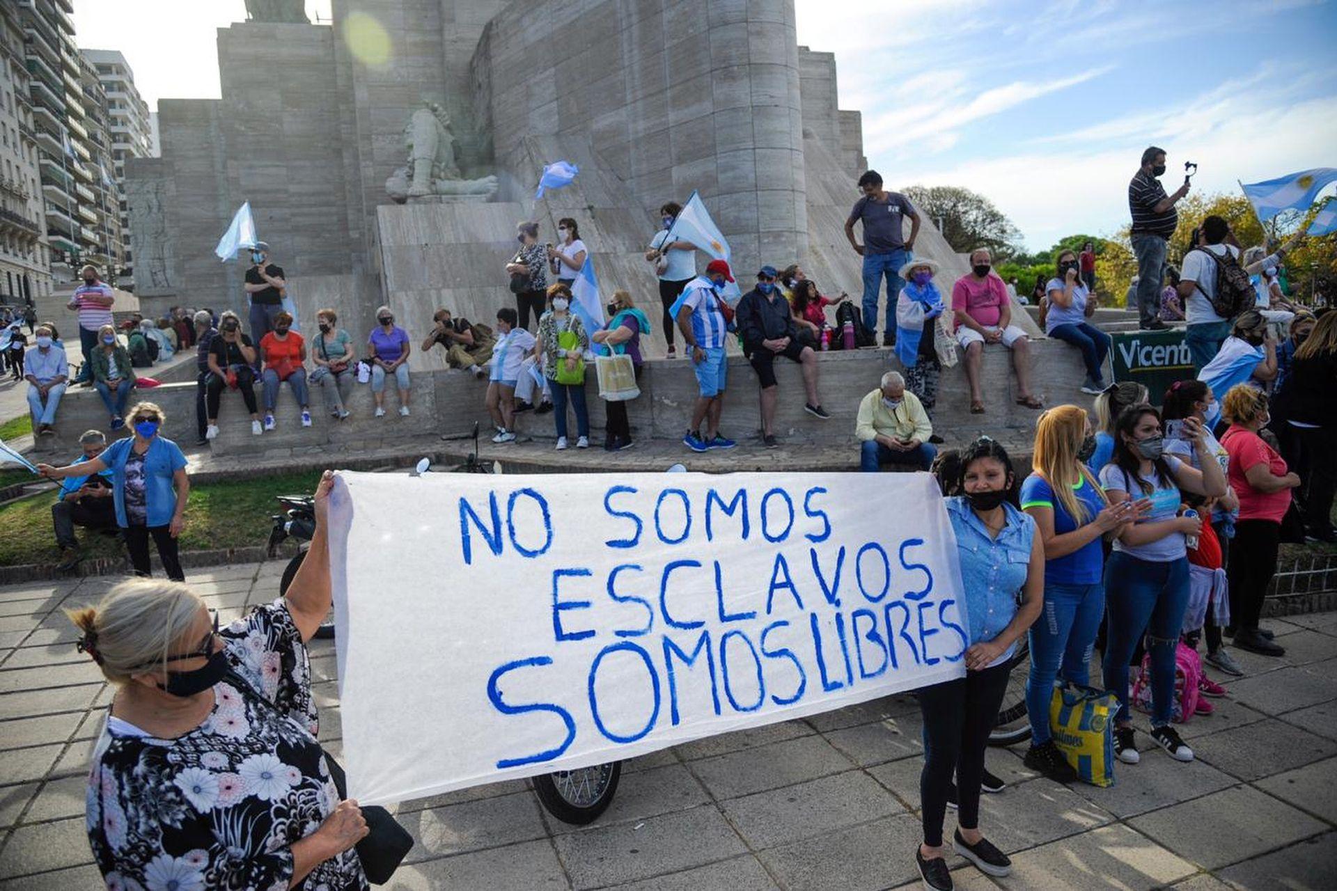 Manifestantes durante el banderazo en Rosario