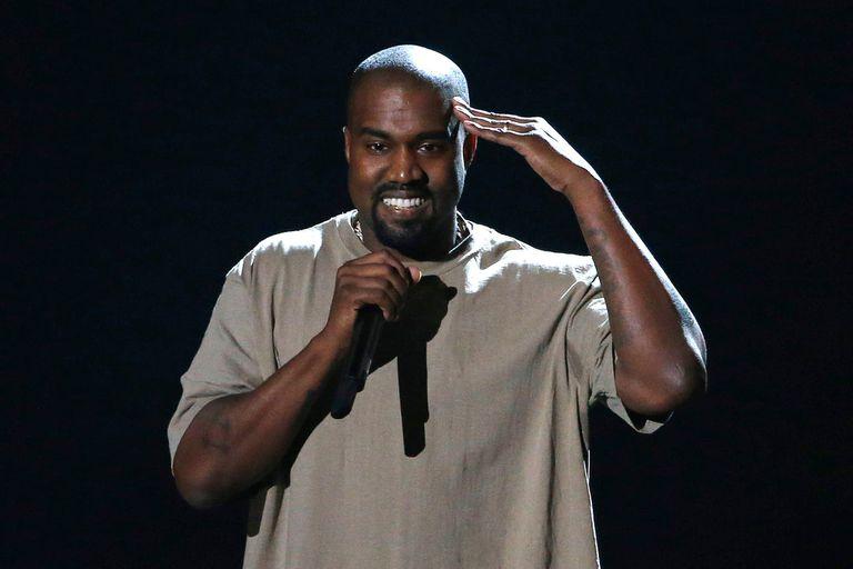 Kanye West sigue amando a Kim Kardashian y entiende que la incomodó