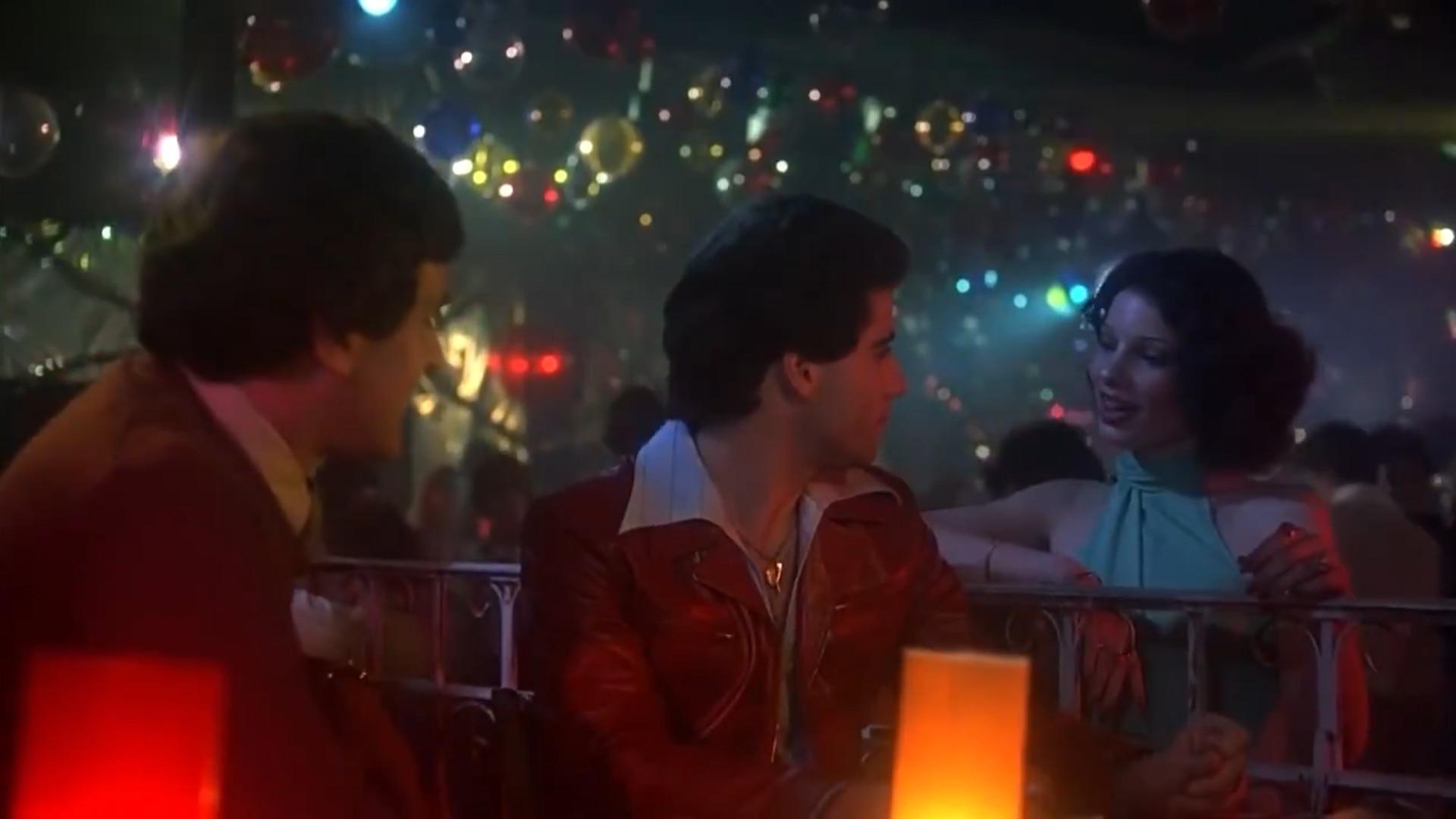 Una de las escenas que comparten Fran Drescher y John Travolta en Saturday Night Fever -Fiebre de Sábado por la Noche-