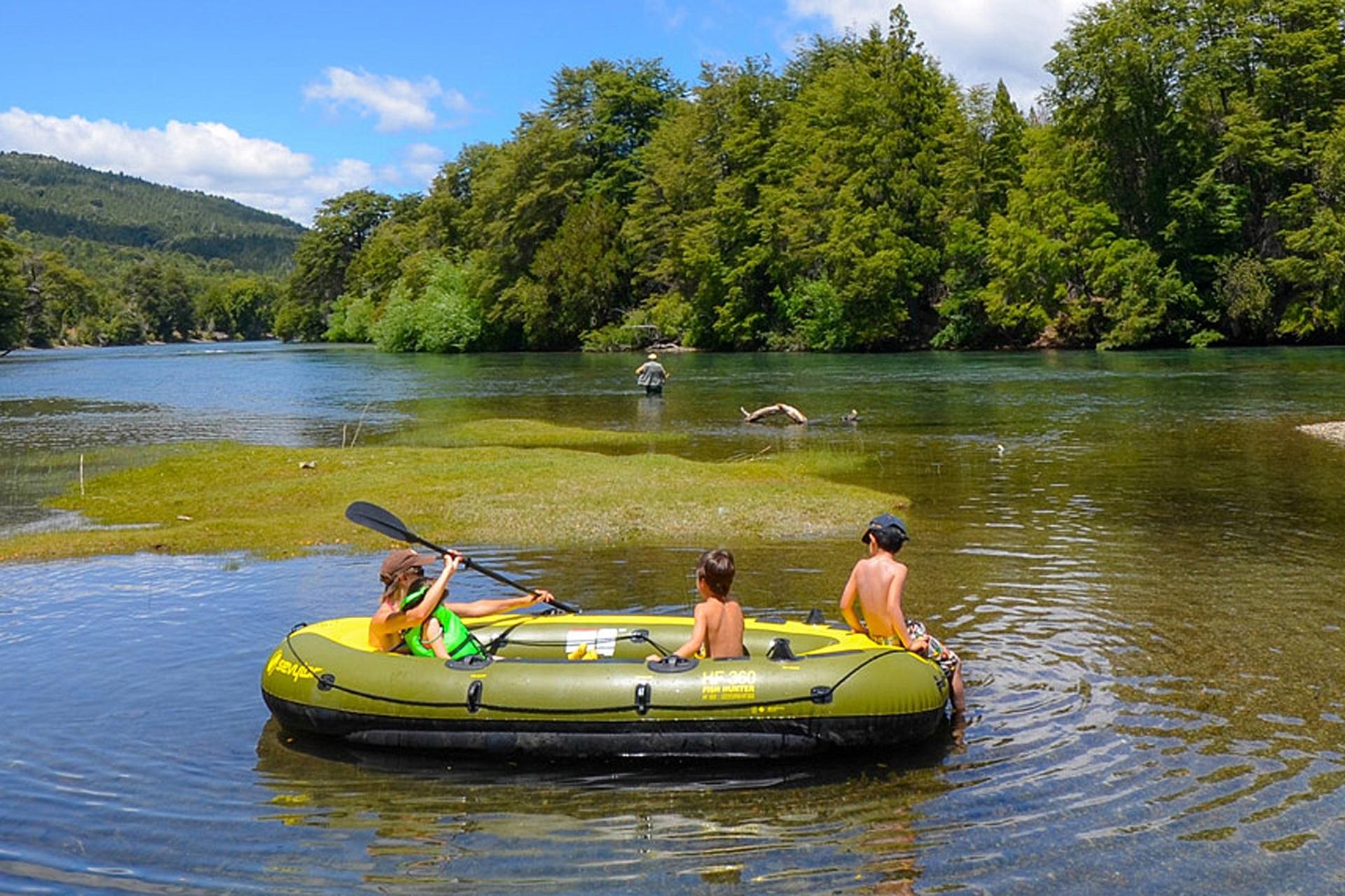 El Valle del Río Manso es cruzado por senderos que invitan a conocer los lagos Mascardi, Los Moscos y Steffen