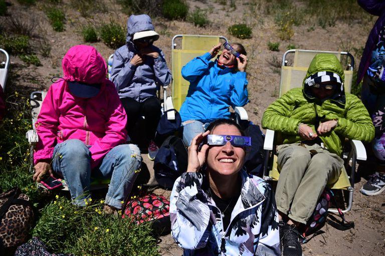Así se vivió en la Argentina el minuto a minuto del eclipse solar