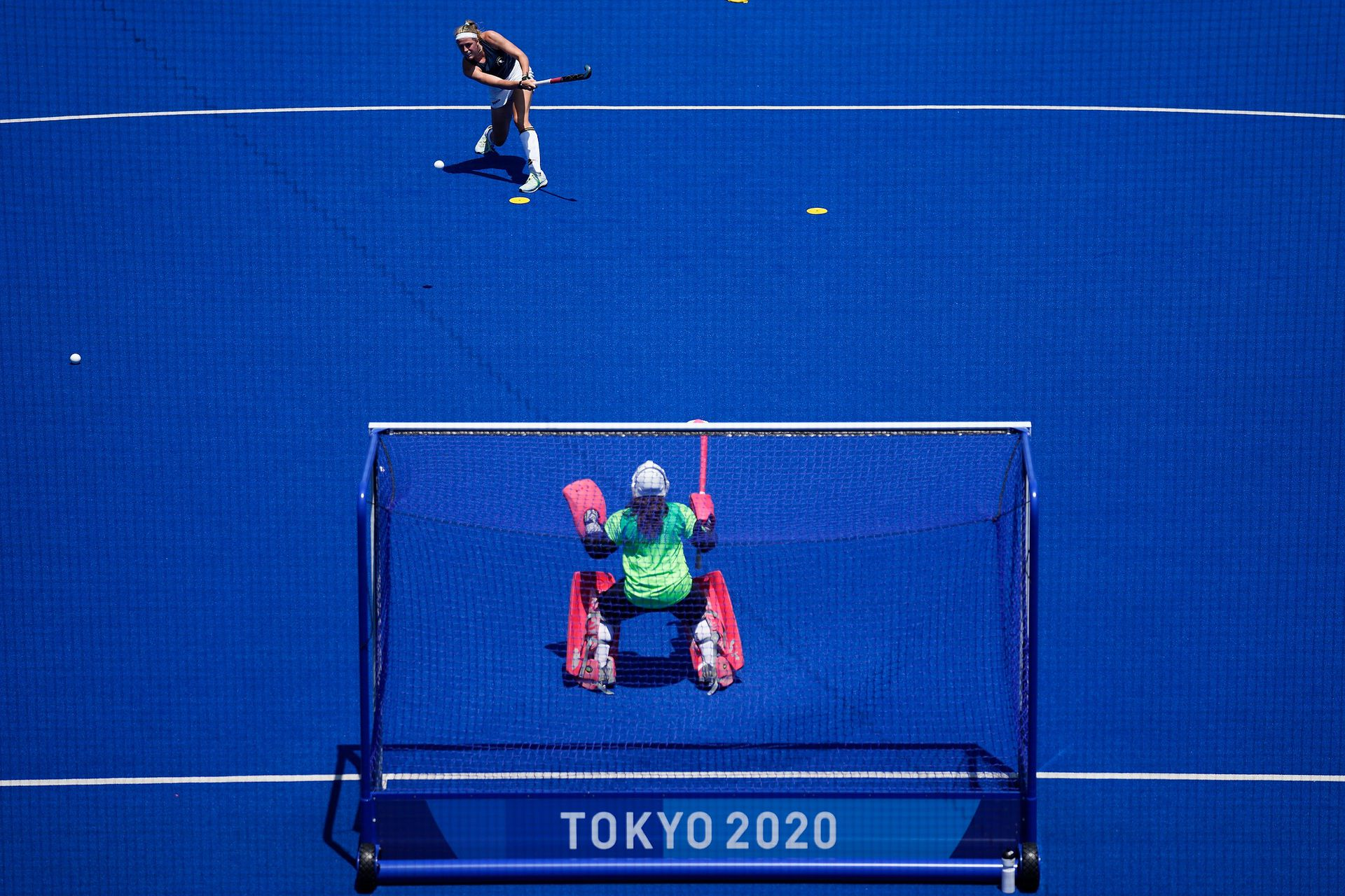 Jugadoras de hockey de la Selección Alemana se preparan para su debut en los Juegos Olímpicos.