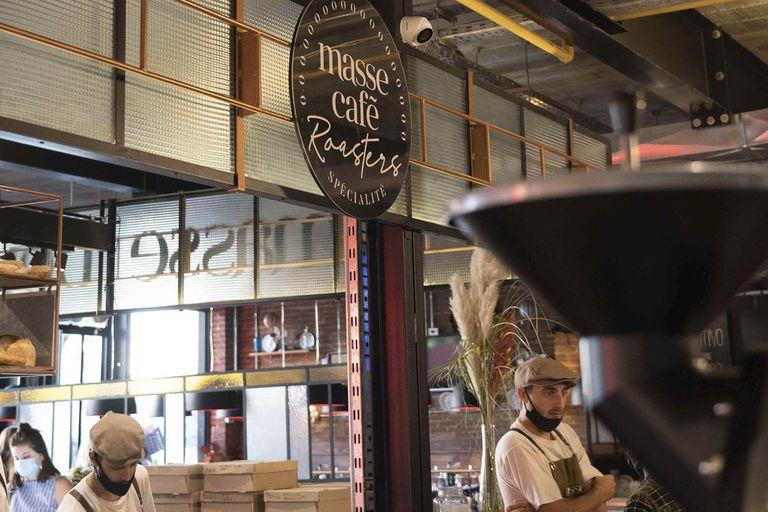Combina todos los aspectos que hacen a una buena cafetería: boulangerie, café de especialidad y pâtisserie.