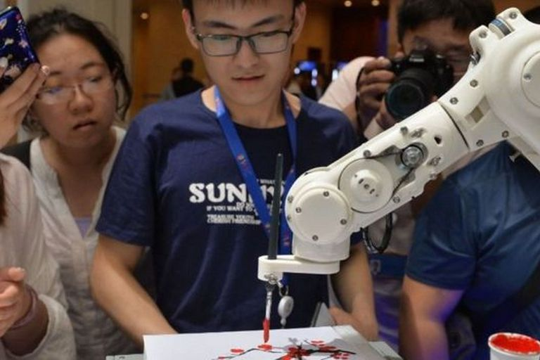 Los robots están volviéndose más inteligentes y creativos, como este que es capaz de dibujar