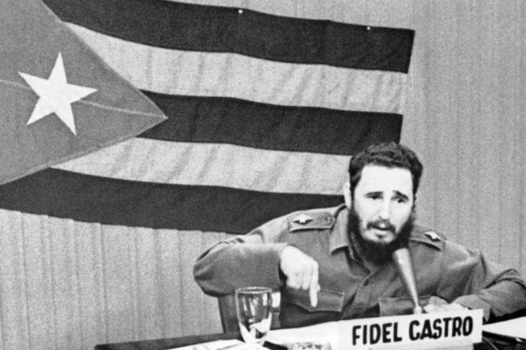 Ante las relaciones hostiles con EE.UU., Fidel Castro aceptó la ayuda de la Unión Soviética