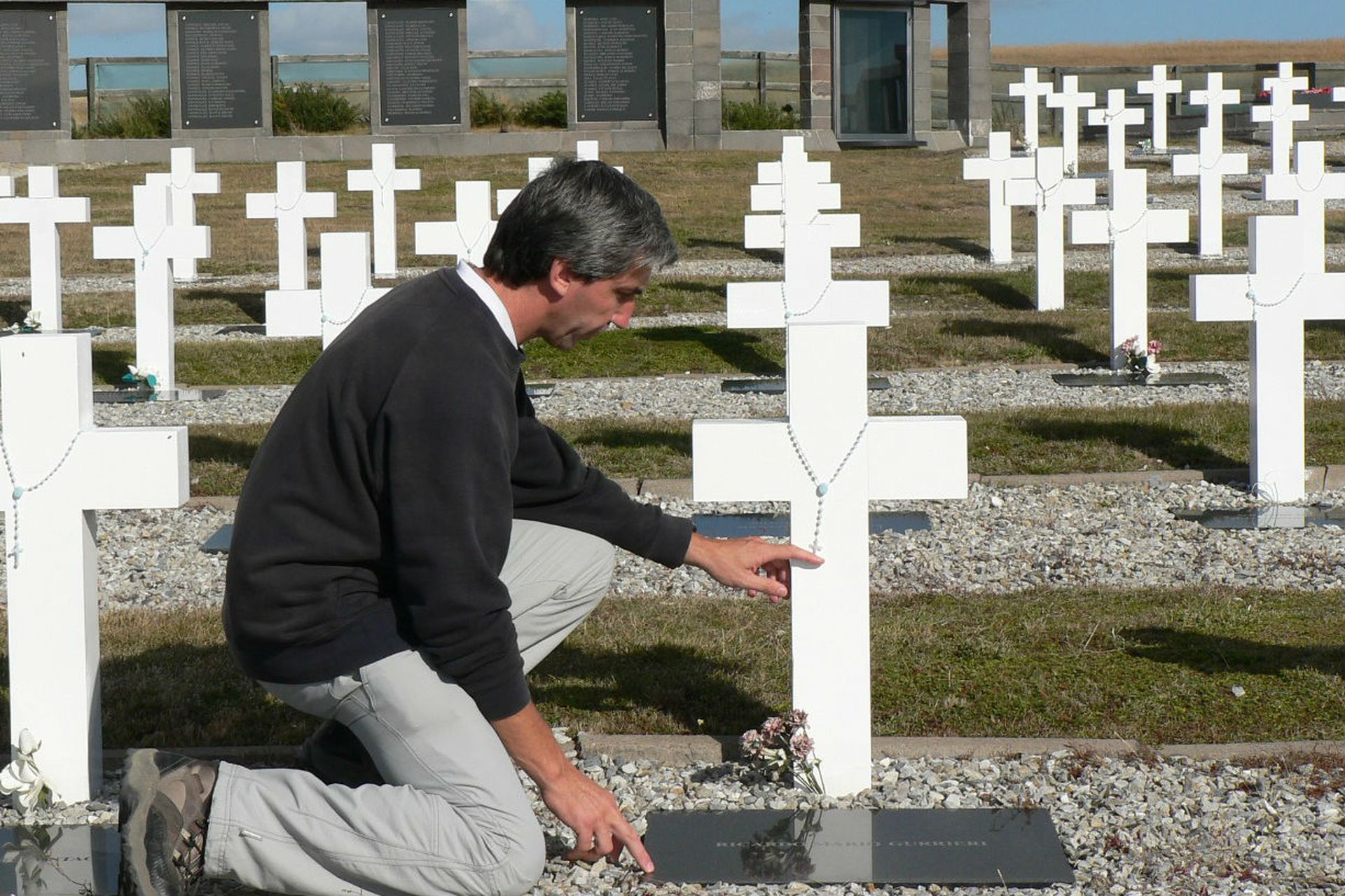 Aro en el cementerio de Darwin, en 2008