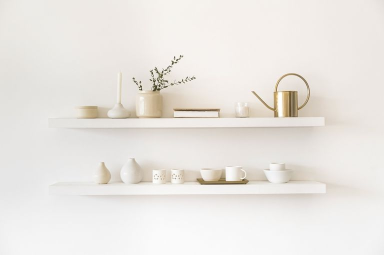 Para lograr amplitud, los estantes deben ser claros y fundirse con las paredes