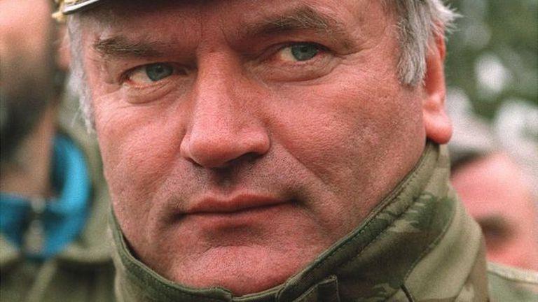 Mladic durante la guerra de Bosnia. El exgeneral comandó las tropas que asesinaron a cerca de 8.000 hombres y niños en Srebrenica en 1995