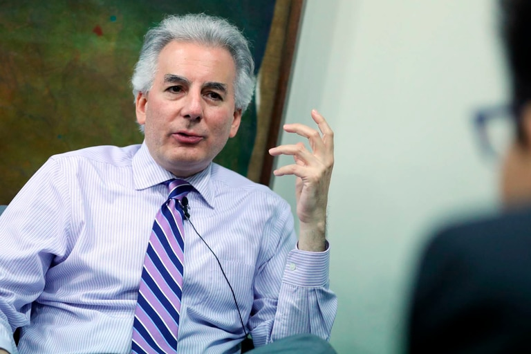 Quién es Álvaro Vargas Llosa, el escritor peruano que entrevista a Macri
