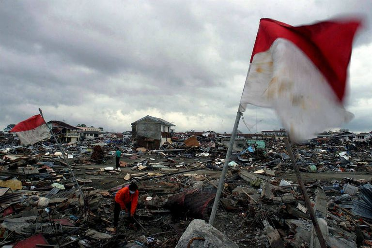 Indonesia sufrió un grave golpe emocional y económico por el sismo y tsunami de 2004