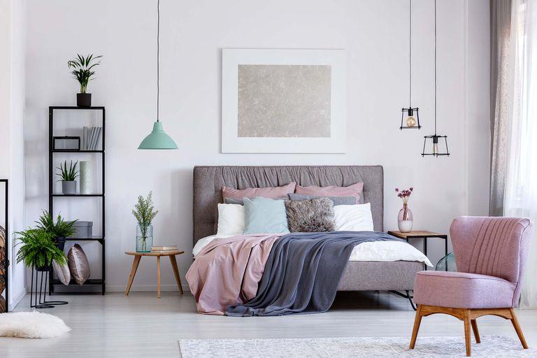 Los matices del gris también son recomendados si no se quiere decorar los ambientes enteramente de blanco