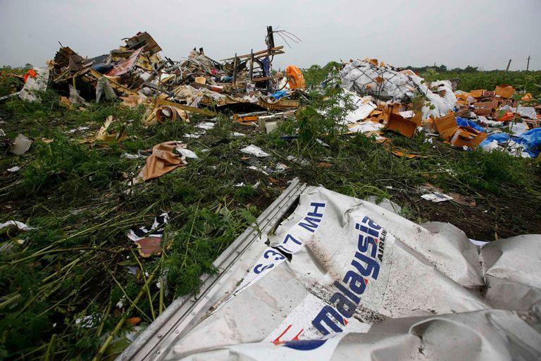 Un misil derribó un avión con 298 personas a bordo; el Boeing 777 de Malaysia Airlines cubría la ruta Amsterdam-Kuala Lumpur