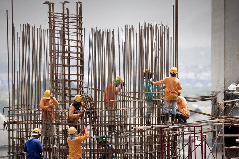 La construcción es una de las grandes apuestas del gobierno y sus costos siguen siendo baratos frente al dólar