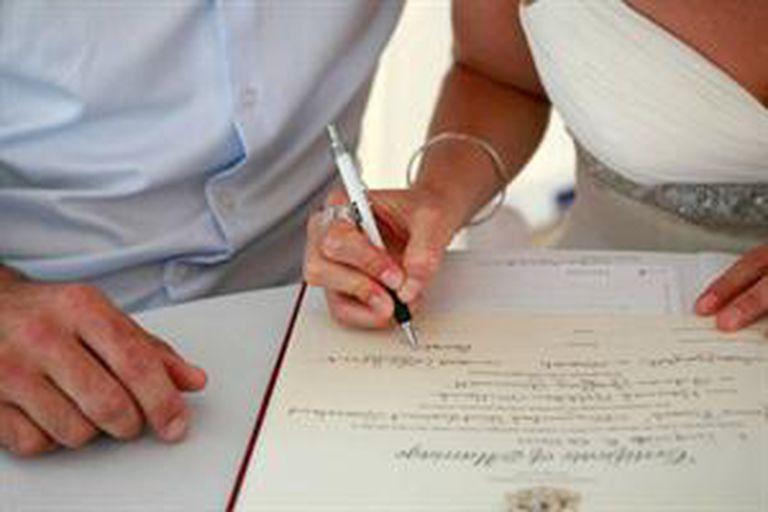 Los acuerdos que establezca la pareja, fuera de esta vía legal, carecerán de valor jurídico