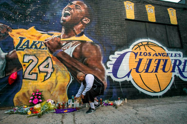 Kobe Bryant: subastan el aro de básquet con el que practicaba en su infancia