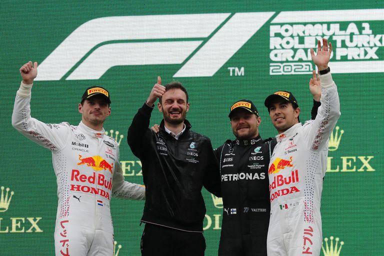 Valtteri Bottas, Max Verstappen y Sergio Perez en el podio del GP de Fórmula 1